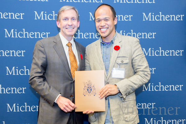 Recipient of the Dr. Diana Michener Schatz Scholarship, Medical Laboratory Science Student Fred Li, (R), with UHN President and CEO, Dr. Peter Pisters, at Michener's annual Student Awards Ceremony. (Photo: Dao Shi)