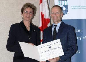 Dr. Brian Hodges receiving the Canadian Academy of Health Sciences award